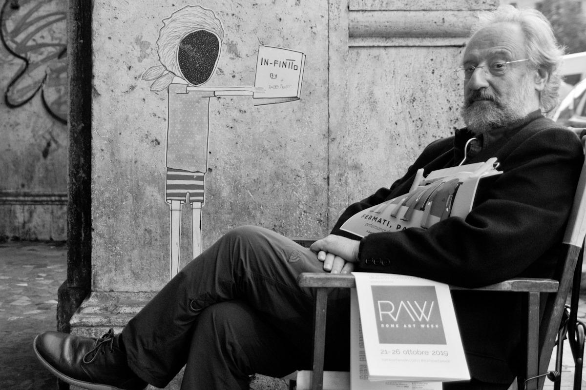 fotografia di Marco Marassi che ha posto questa didascalia, pubblicandola su FB: Bonus Track: Cavallini in BN (ha un non so cosa di Eugenio Scalfari).