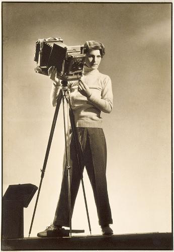 1933_Bourke_White_Self_portrait_copia.jpg