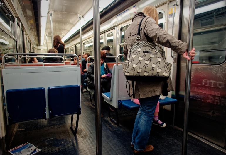 Dans le métro la vie? La vita nel metrò? Life in the tube?